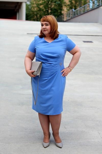 Niebieska sukienka duży rozmiar
