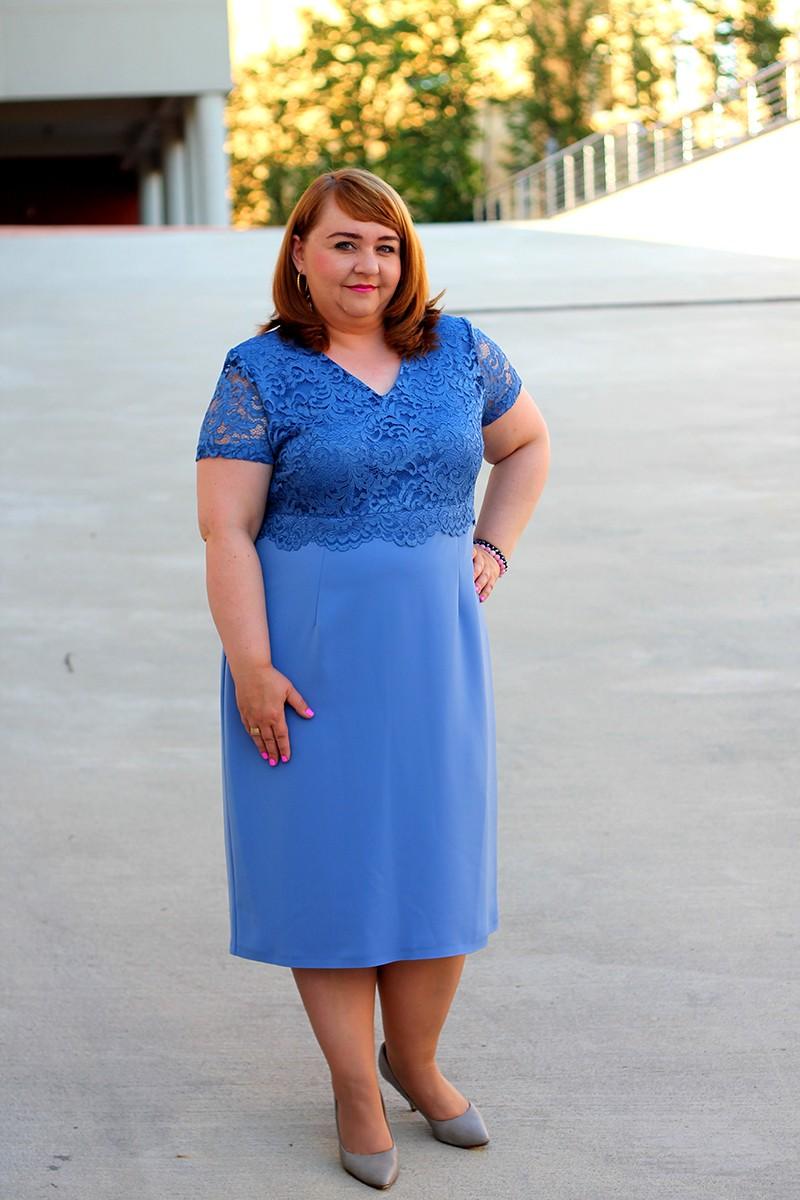 11588a463d Niebieska sukienka koronkowa dla puszystej (rozm. 44-52)