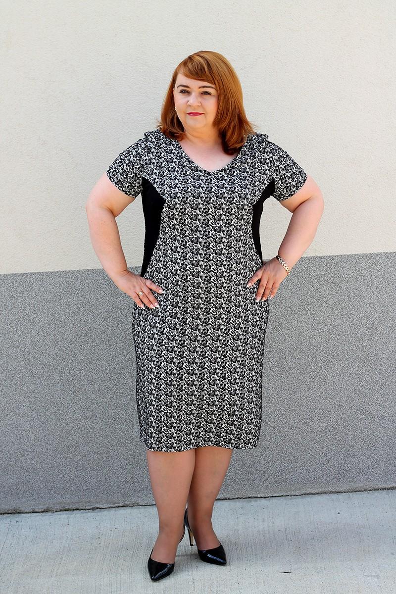 9460d724a9 Czarno-biała sukienka plus size (44-52) ...